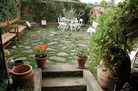 Cataratas en el jard n para crear un para so en el hogar for Crear jardines