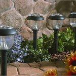 Uso de iluminación exterior para el paisaje de su hogar