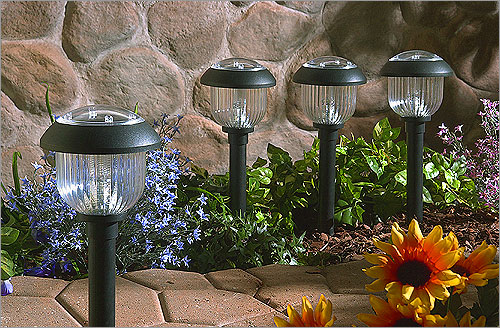 Uso de iluminaci n exterior para el paisaje de su hogar - Luces para jardin ...