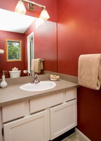 Cuarto de ba o h galo funcional y agradable a la vista - Disenar un cuarto de bano ...