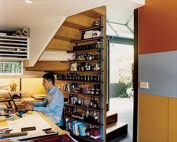 Aproveche al m ximo el espacio bajo la escalera ideas for El de debajo de la escalera vino