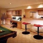 ¿Cómo convertir su sótano en una habitación familiar?