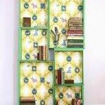 Una biblioteca con estilo hecha en casa