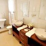 Mantenga las cosas simples con su diseño de interiores de baño