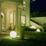 La iluminación exterior añade seguridad adicional y belleza a su hogar