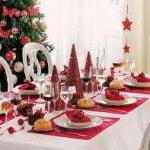 ¿Mesa tradicional o de enfoque elegante para la decoración navideña?